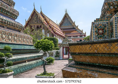 Thailand, Bangkok. Temple of the Reclining Buddha (Wat Pho). The biggest chedi  in height forty-one meter- a green, decorated with images of the Buddha; yellow erected in honor of King Rama the third.