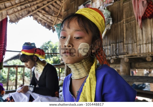 Thailand, Chang Mai, Karen Long Neck hill tribe village (Kayan Lahwi), young girl and her mother in traditional costumes