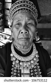 Thailand, Chiang Mai, Karen Long Neck hill tribe village (Kayan Lahwi), Karen woman in traditional costumes