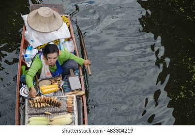 THAILAND DAMNOEN SADUAK - september 14,2016 : Damnoen Saduak Floating Market Featuring many small boats laden with colourful fruits, vegetables and Thai cuisine