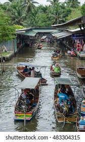 THAILAND DAMNOEN SADUAK - september 14,2016 : Damnoen Saduak Floating Market Featuring many small boats laden with colourful fruits, vegetables and Thai cuisine