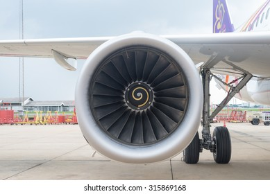 THAILAND - DONMUENG INTERNATIONAL AIRPORT September 11, 2015 : Thai smile aircraft Airbus A320, The right-side engine from Airbus A320 while parking at Donmueng international airport Thailand.