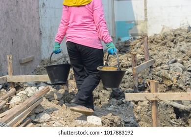 Thailand - Nonthaburi 5 February 2018 Construction Worker Work in the area Home construction