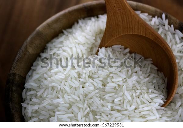 木の鉢にタイの米