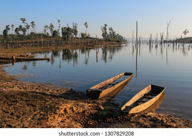 Thakhek loop 3 - Thonglor area with dead trees above lake and foggy sunshine morning, Laos