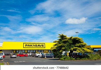THAMES, NEW ZEALAND - FEBRUARY 3: Cars at Pak'n Save supermarket parking lot on February 3, 2010. Pak'n Save is a New Zealand discount supermarket chain founded in 1985.
