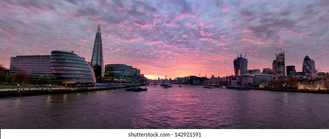 Thames at sunset - panorama