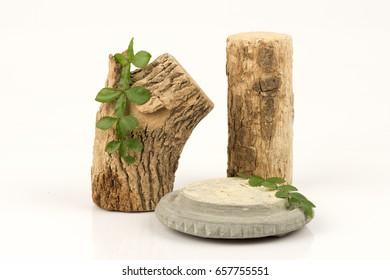 Thanaka (Hesperethusa crenulata (Roxb.) M. Roem.) Green leaves, powders Dry logs and stone platforms