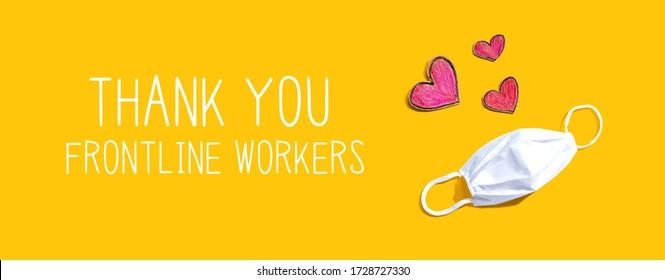 Vielen Dank an Frontline Workers mit einer Maske und Herzzeichnungen