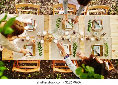 Thanksgiving table being served by waitresses