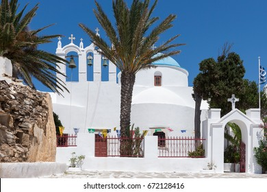 The-church of Panagia Pantanassa in the old Chora of Sikinos island