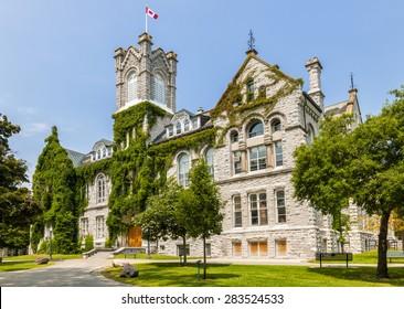 Theologischer Saalbau auf dem Campus der Queen's University in Kingston, Ontario, Kanada.