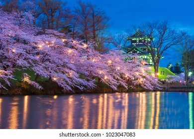 There are around 4,000 cherry blossom trees, lit up by 3,000 paper lanterns. The illuminated, 3-tier turret of Takada Castle reflected in the moat captivates visitors