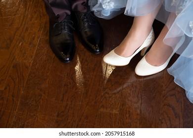 新郎新婦が履く靴のコピースペースがある