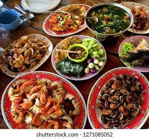 There are many types of Thai dinner boiled fried fried curry