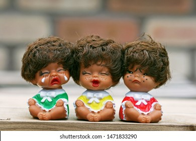 There were three ugly brothers. Human beings live their lives with happiness, sadness and anger like the faces of a doll.