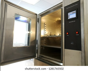 Thermal and humidity chamber for products testing