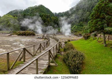 Thermal vents and a path for visitors to check them out at Fumarolas da Lagoa das Furnas.