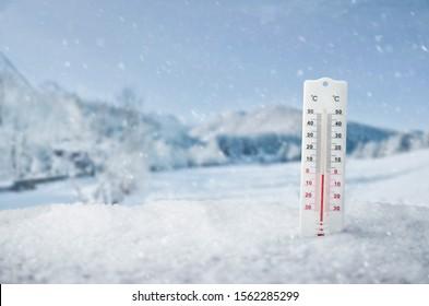 Le thermomètre extérieur en hiver, arrière-plan