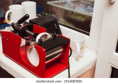 The thermopress for cups, mugs is intended for transfer of the image, the photo, a logo, an inscription on mugs, cups, glasses. Next to it are ready-made cups with a printed image