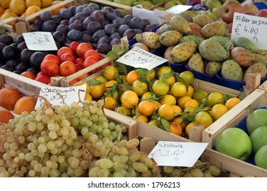 These crates of fruit make a stunning display in the Campo Dei'Fiori in Rome.