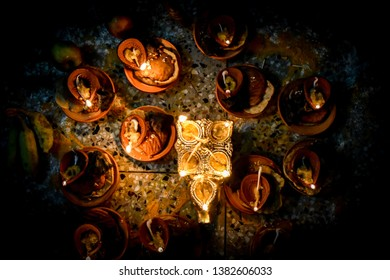 these are diyas made of mud, bowl like structure with cotton wick and refined oil to lighten it. It is mostly used in indian festival popularly known as diwali. It's other name is earthen lamps.