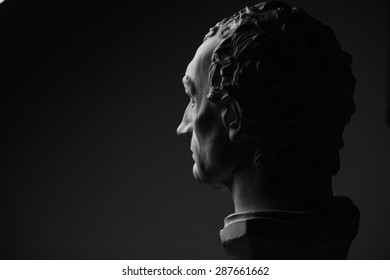 These photos for the demonstration the light during the lessons.The statue of Eras mo, better known as Gattamelata was among the most famous of the condottieri during the Italian Renaissance.