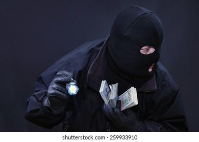 Thief commits a crime sensed danger