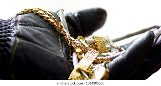 Thief with stolen gold jewellery