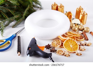Things to manufacture Christmas wreaths on white table