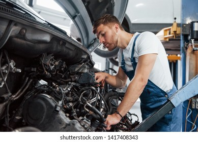 I think I see where the problem is. Employee in the blue colored uniform works in the automobile salon.