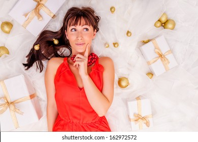 thinking gifts online shopping girl