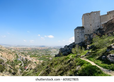 This castle of Renaissance style and simple lines was created as a defense structure. The castle, built on a rocky outcrop, has one single nave with vault, a tribute tower, a tanks and an annex
