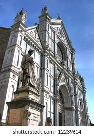 This church in the Gothic-Florentine style was built in the second half of the 12th century. Santa Croce contains several masterpieces.
