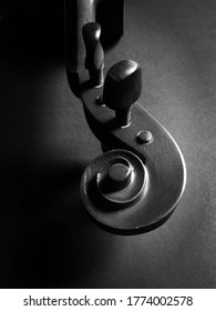 This is a component of the violin instrument called scroll.