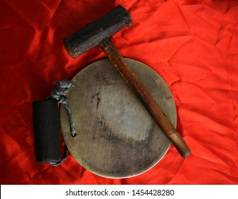 This is a Folk Instrument of Punjab, India. The name of this Instrument is Ghadiaal. In the folk songs singing tradition of Punjab this instrument used specially in  folk song of Punjab.