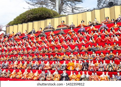 This Hina dolls Festival features around 30,000 hina dolls in Katsuura City.