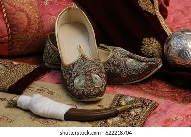 this is the Indian shoe of Kolhapuris, mojaris and, juttis and make your Indian traditional outfit even more ethnic as you complete your wardrobe for that Indian wedding or religious ceremony.