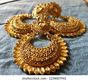 This lovely stone crafted Jhumka (earnings) likely to be wear in the Indian festivals or weddings.