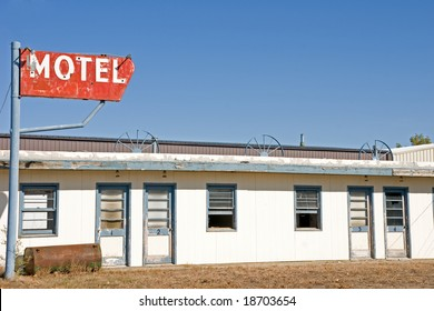 This motel appears to have been out of business for some time.