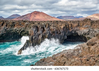 This natural phenomenon shows what the elements of nature can bring together. Lavastroms have provided for a rugged rock formation that stops very abruptly where the sea begins.