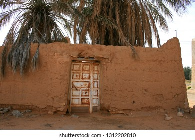 This is an old mud house in Qassim