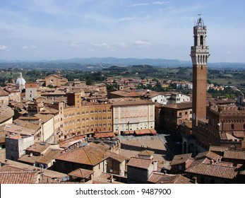 This is one of Italy's most famous squares. Piazza del Campo stands on the site that was once an ancient Roman forum, opposite Palazzo Pubblico and the Torre del Mangia.