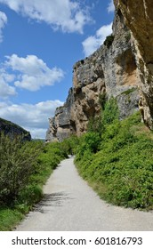 This is one of the most spectacular gorges in the Navarre region, and it can easily be explored along the route at the foot of the cliffs.