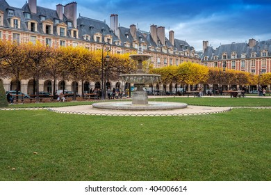 This public garden is located in the centre of the Place des Vosges. It has more than a hundred linden and horse chestnut trees as well as four fountains.Square Louis XIII. Paris/ France