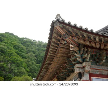 This is the scene of the eaves of a traditional Korean house.