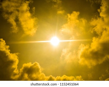this is a sun and sky  use of wallpepar
