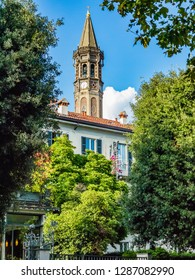 This is the view of the belfry of Lecco from a Lake House