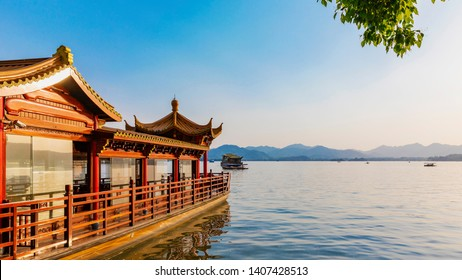 This is the West Lake (xihu)of Hangzhou, China.China's famous tourist attractions.