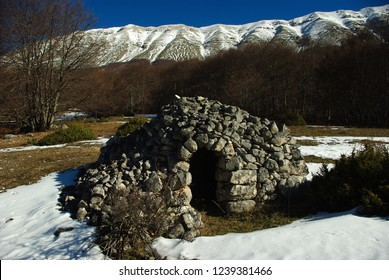 Tholos typical Maiella structures, in dry stone, built by shepherds and farmers from Abruzzo to be repaired. Abruzzo, Italy